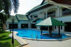 2 Stockige freistehende Pool Villa zum Verkauf