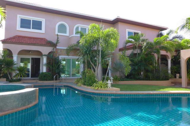 Neue freistehende Pool Villa zum Verkauf