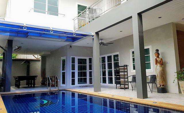 moderne Thai-Bali-Poolvilla zum Verkauf