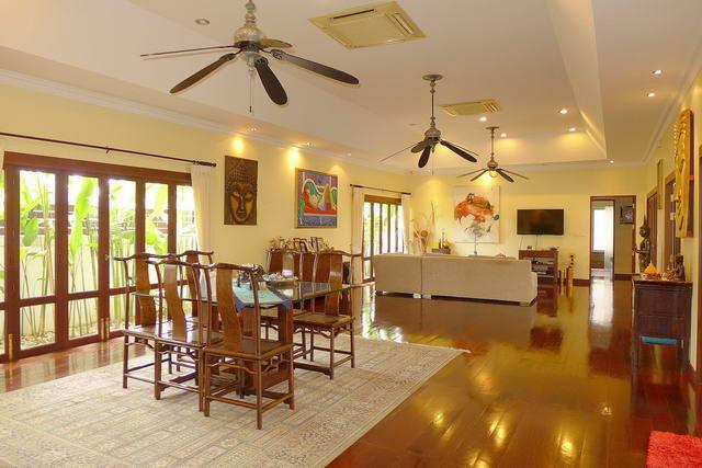 schone Thai Bali Pool Villa zum Verkauf