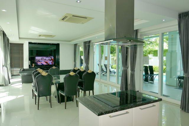 Palm Oasis Moderne thailandische Luxus-Poolvilla zum Verkauf