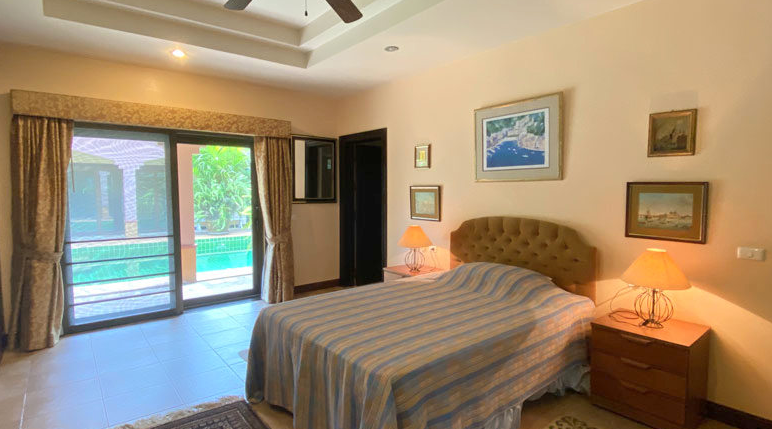 Pattaya Poolvilla mit Seeblick und eigenem Seeufer 1