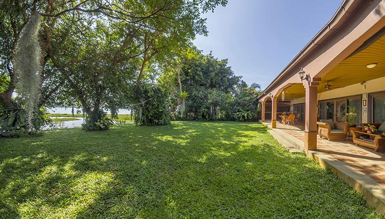 Pattaya Poolvilla mit Seeblick und eigenem Seeufer 2